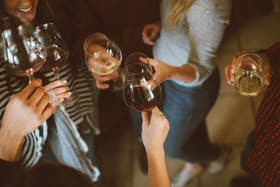 マッチングアプリで飲み会仲間が今すぐみつかる!飲み会で楽しめるアプリも紹介!